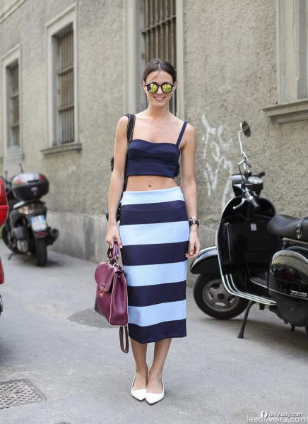 蓝色条纹裙