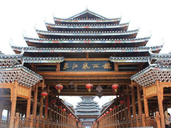 风雨桥正面,充满了侗族风韵。