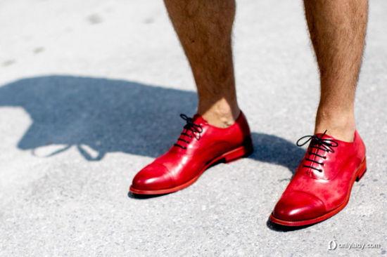 骚气十足的红鞋装点