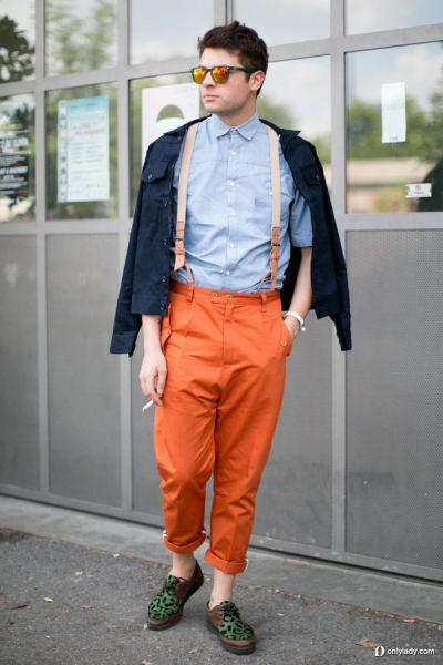 橙色背带裤打造时尚造型