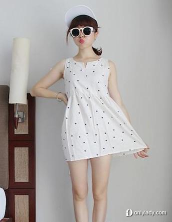 波点白色高腰连衣裙