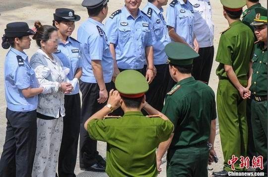广西公安向越南警方移交涉毒嫌犯