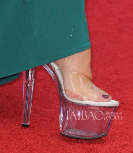 """海伦·米伦 (Helen Mirren) """"秘密武器""""——脱衣舞娘高跟鞋"""