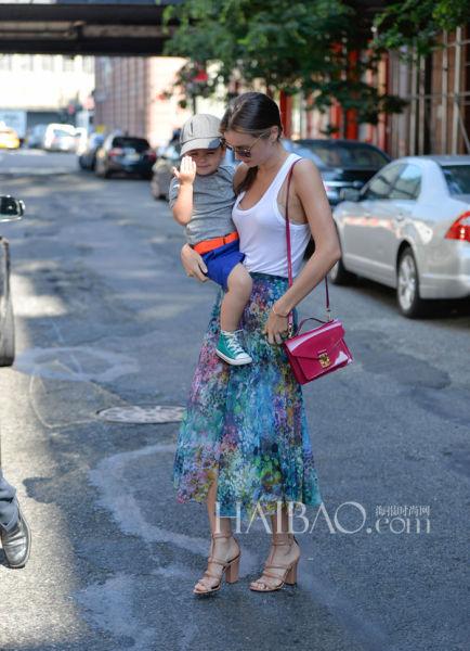 米兰达·可儿 (Miranda Kerr) 与儿子小开花弗里恩·布鲁姆 (Flynn Bloom)