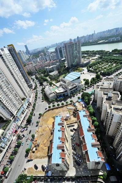 俯瞰自治区侨办的职工住宅工程项目工地(6月29日摄)。