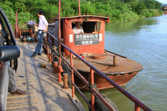 百色河边运货用的货运小船 图片来源:新浪博客