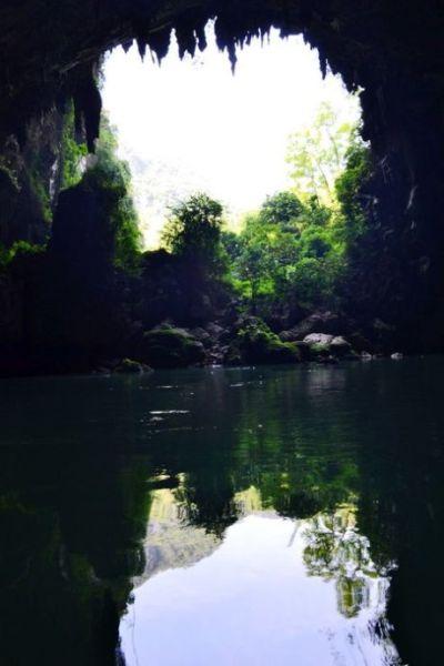 神秘的岩洞造就了岩中独特的风景 图片来源:新浪博客