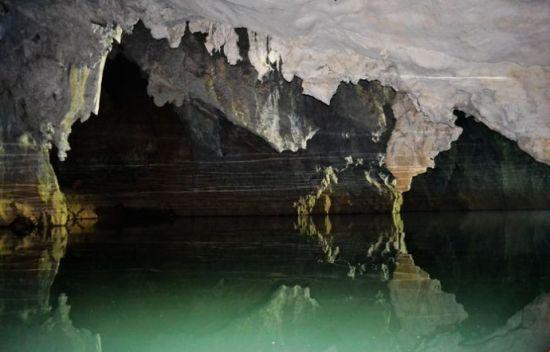 没有经过人工雕琢的岩洞 图片来源:新浪博客