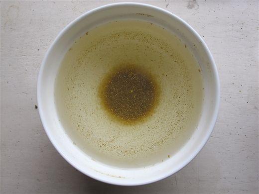 10000元一吨的鱼粉,放入水中沉淀少,几乎没有漂浮物,多溶于水。