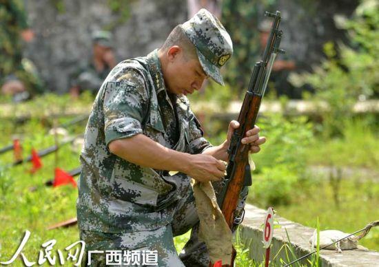 """罗城县:民兵预备役部队""""三伏""""练精兵"""