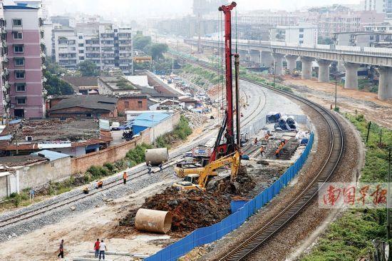 园湖铁路立交将在此建设,已进入初期施工准备。