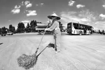 高温下柳州3000环卫工补水成难题