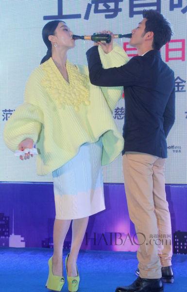"""上海40度高温的小胖立马变为最新款""""白富美机器人"""""""