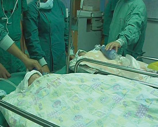 两个孩子成功分离后,仍需接受后续治疗。院方供图