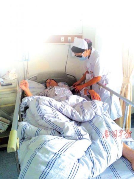 罗智患病后躺在床上无力起来。罗智家属提供