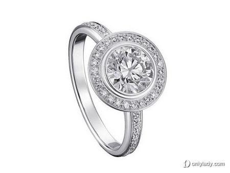 Cartier d'Amour 系列订婚钻戒