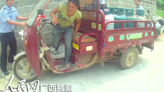 贺州私藏液化气女子被警方抓获 人民网记者罗世立 通讯员李秀芳 谢奕晓 摄