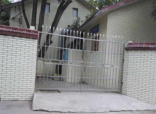 为配合民警调查,厕所当天曾暂停开放一段时间。 南国早报记者 何定坚摄