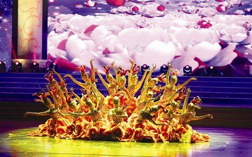 北京霸王花艺术团助阵总决赛晚会,精彩纷呈。