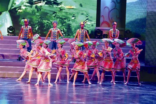 广西壮族姑娘带来的表演。