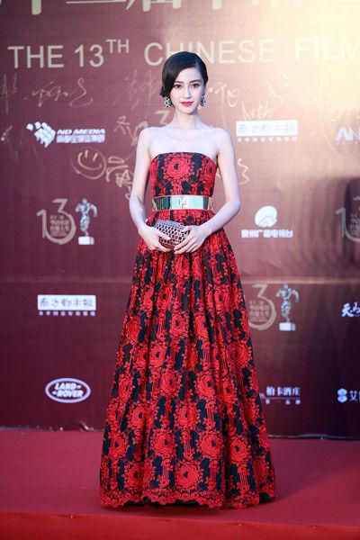 杨颖Angelababy当晚凭借电影《第一次》获观众票选最受瞩目女演员