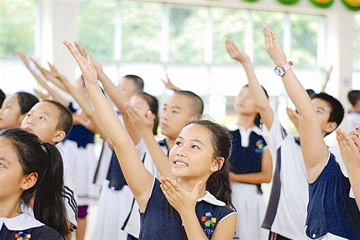 演员在排练《友谊之河》( 南国早报记者 李岚摄)
