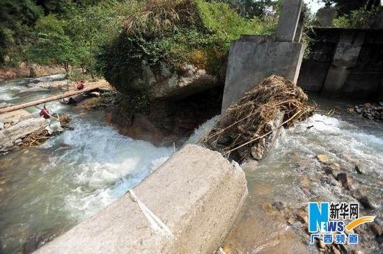 8月22日,贺州市富川瑶族自治县城北镇大源村的被洪水冲毁的水利设施。新华社记者 陆波岸摄