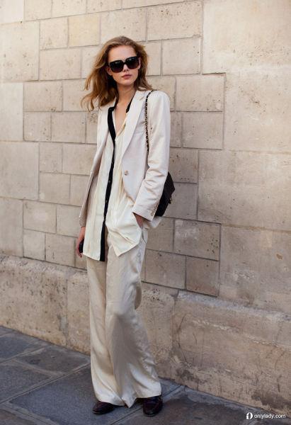 身材平平的女孩也能将白色系西装演绎出个性