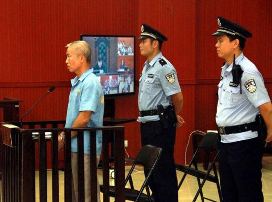 图为庭审现场,韦东明受审。  李凯歌摄
