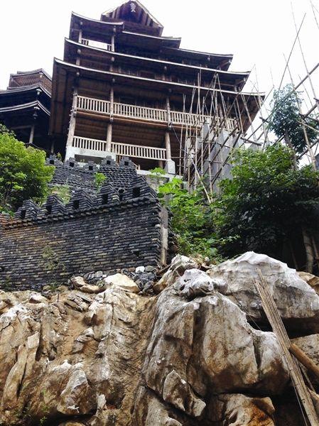 木楼、凉亭已初具规模。南国早报记者唐晓燕 图