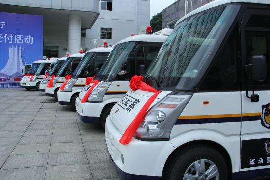 整装待发的快速移动警务站将为东盟博览会保驾护航。图片来源:新浪广西