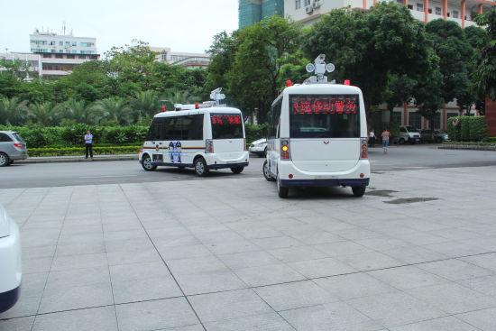 配备3个摄像头的快速移动警务站,可24小时接警。图片来源:新浪广西