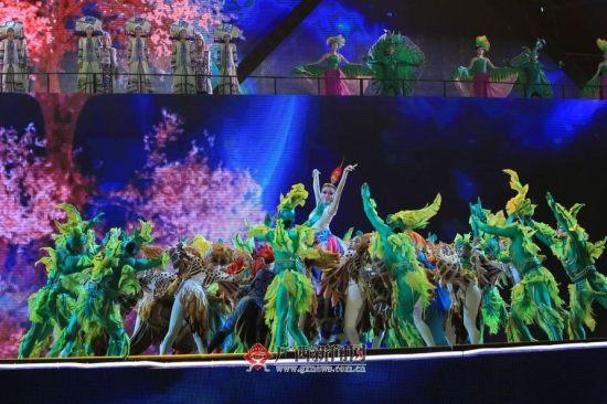 壮族歌舞剧《百鸟衣》主题曲《为了爱》。广西新闻网记者潘毅 邓昶 杨郑宝 图