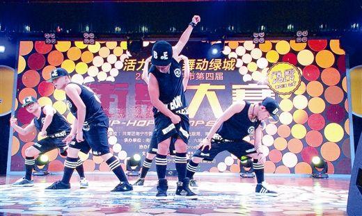 选手们给观众带来了精彩的表演(南国早报记者刘冬莲摄)
