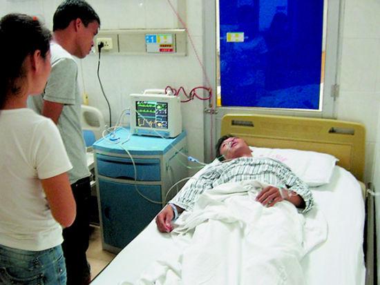 雷先生正在医院接受治疗。南国早报周伟武 摄