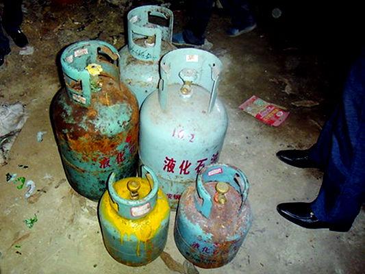 被查扣的钢瓶有的锈迹斑斑,存在重大安全隐患。南国早报记者郭燕群 摄
