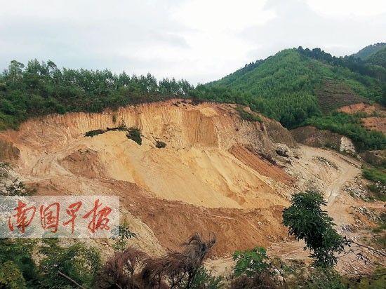 山坡已被挖掉一半。南国早报记者莫义君 摄