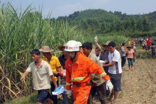 农夫耕地误被机械伤融安消防将其成功解救