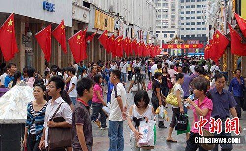 往年国庆期间的南宁步行街 图片来源:中新网
