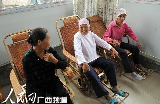 在幸福院内接受日间照料的老人。人民网记者 张红璐 摄