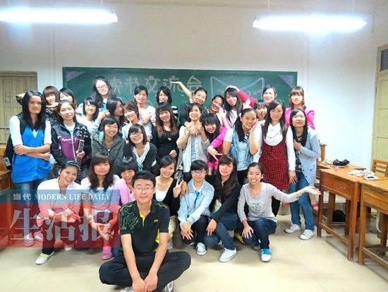 广西民族大学小徐同学与女生合影。小徐供图