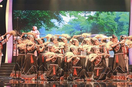 散发着泥土清香的精彩舞蹈(南国早报记者李丽/摄)