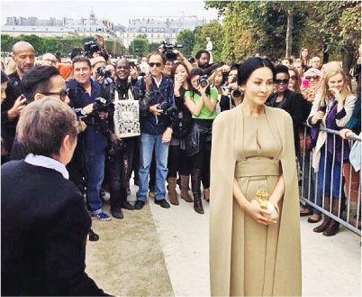 刘嘉玲赴巴黎出席时装周
