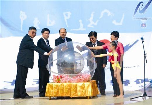 10月3日,嘉宾启动南宁体操世锦赛一周年倒计时水晶球