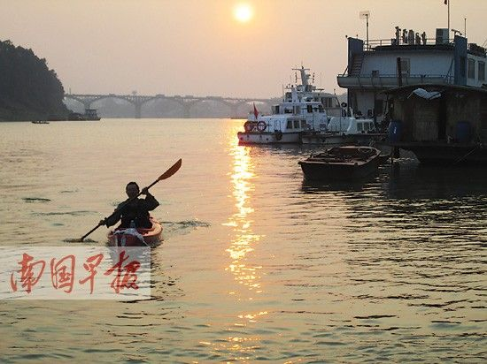 王宇捷出现在贵港市大东码头。