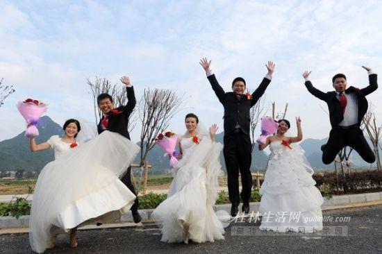 桂林西二环路举行集体婚礼新人都是建设者