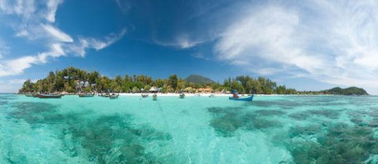大多数人到了丽贝岛,都会选择包船离岛游
