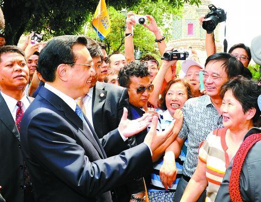 李克强在曼谷与中国游客互动交流