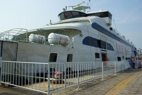 北海至涠洲岛往来的游船。(图/新浪广西)
