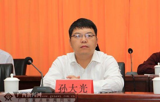 崇左市市长孙大光通报崇左经济社会发展情况。广西新闻网记者 邓昶摄